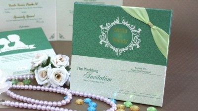 Wedding Invitation Elegan Dengan Pita Sudut