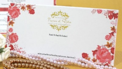 Kartu Wedding Cantik Dengan Hotprint Emas