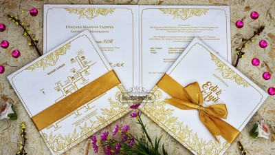 Undangan Pernikahan Warna Gold